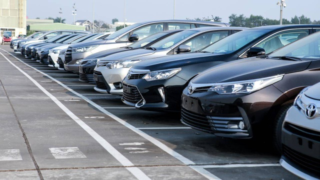 Tồn kho hàng chục ngàn xe, ôtô mùa Tết đại hạ giá - 1