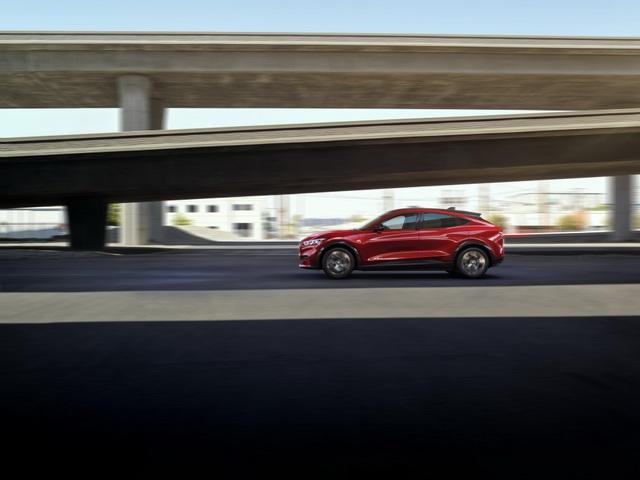 Ford Mustang Mach-E chính thức gia nhập phân khúc SUV chạy điện - 15