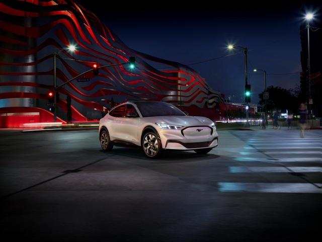 Ford Mustang Mach-E chính thức gia nhập phân khúc SUV chạy điện - 9