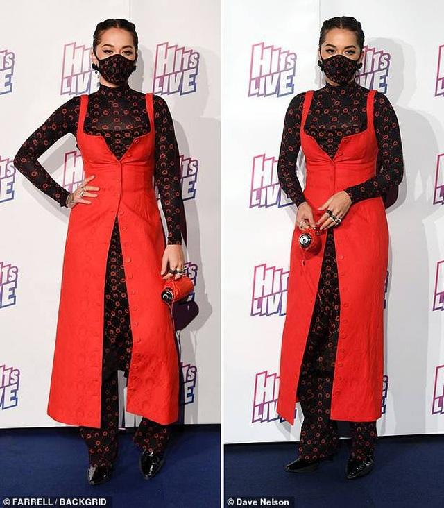 Nữ ca sĩ Rita Ora diện thời trang... khẩu trang đi dự sự kiện - 1