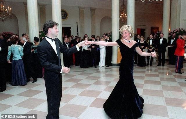 Chiêm ngưỡng chiếc đầm dạ hội có giá... 10,5 tỷ đồng - 3