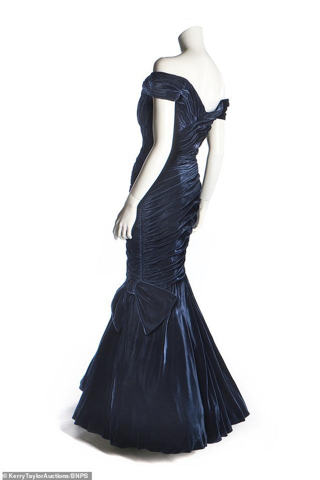 Chiêm ngưỡng chiếc đầm dạ hội có giá... 10,5 tỷ đồng - 4