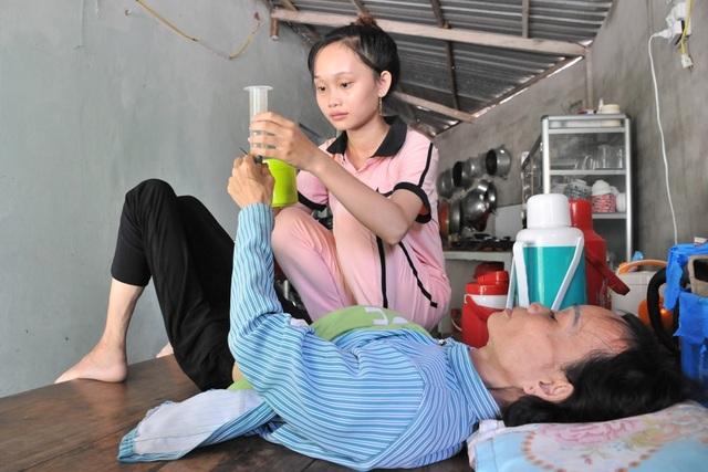 Lên nhà con gái chơi, người mẹ suýt chết vì uống nhầm chai hoá chất - 3