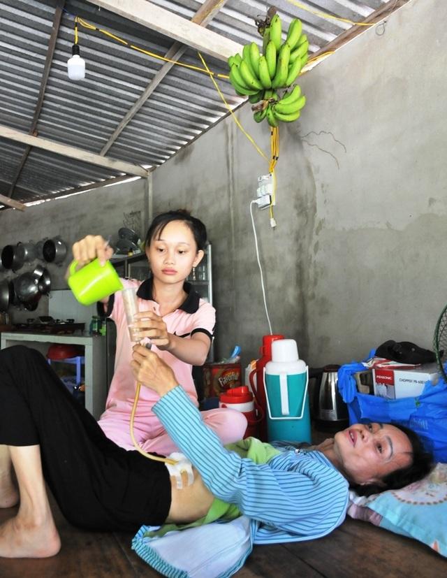 Lên nhà con gái chơi, người mẹ suýt chết vì uống nhầm chai hoá chất - 5