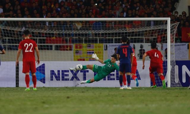 Văn Lâm từ chối bàn thắng của Thái Lan trên chấm phạt đền - 2