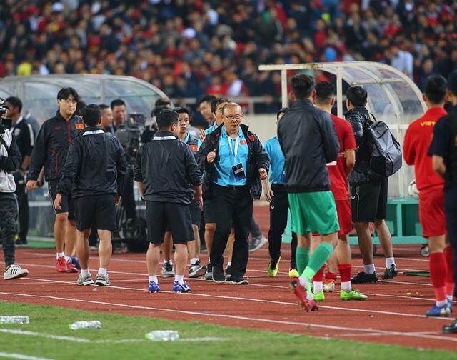 HLV Park Hang Seo nổi nóng và phản ứng với ban huấn luyện Thái Lan - 6