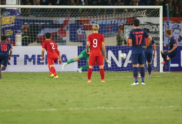 Văn Lâm từ chối bàn thắng của Thái Lan trên chấm phạt đền - 1