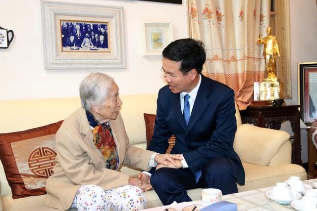 Trưởng Ban Tuyên giáo Trung ương thăm và chúc mừng cựu giáo chức nhân ngày 20/11 - 3