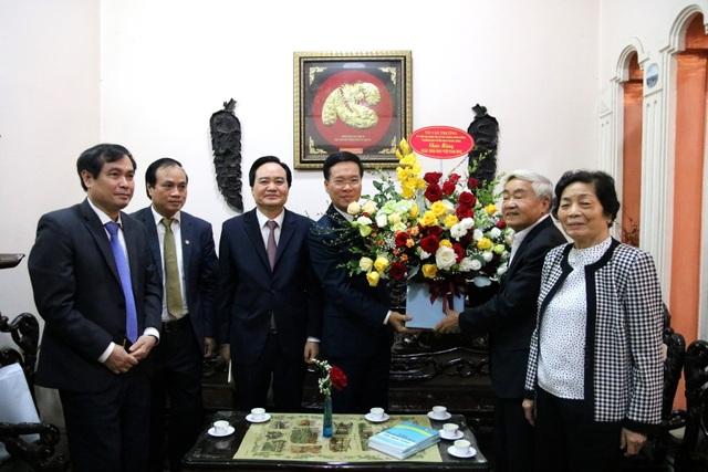 Trưởng Ban Tuyên giáo Trung ương thăm và chúc mừng cựu giáo chức nhân ngày 20/11 - 4