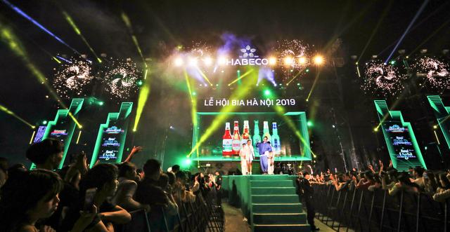 Hàng ngàn du khách tới tham dự Lễ hội Bia Hà Nội 2019 tại Quảng Ninh và Bắc Giang - 1