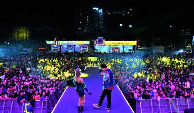 Hàng ngàn du khách tới tham dự Lễ hội Bia Hà Nội 2019 tại Quảng Ninh và Bắc Giang - 4