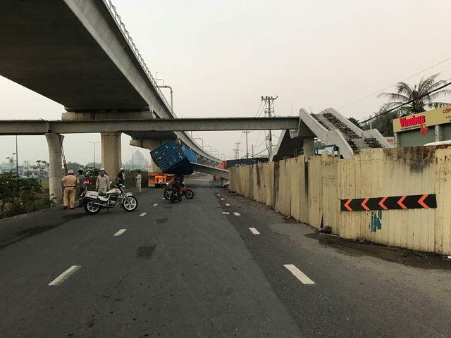Vụ xe container kéo sập dầm cầu: Dầm cầu vượt thấp hơn thiết kế - 2