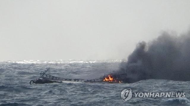 Hàn Quốc: Cháy tàu gần đảo Jeju, 6 người Việt mất tích - 1