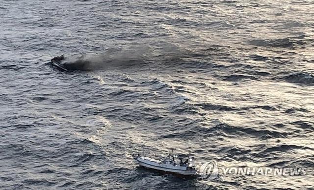 Hàn Quốc: Cháy tàu gần đảo Jeju, 6 người Việt mất tích - 2