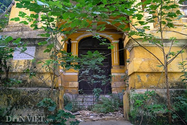 Hình ảnh biệt thự Pháp cổ trên đất vàng Hà Nội ngập trong rác - 2