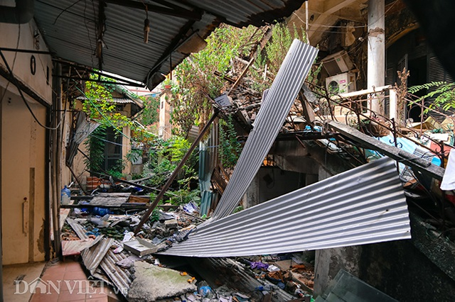 Hình ảnh biệt thự Pháp cổ trên đất vàng Hà Nội ngập trong rác - 6