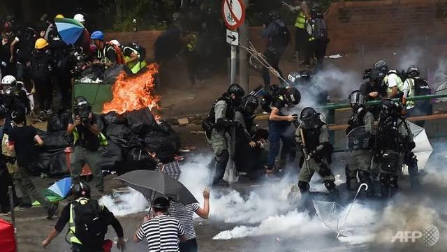 Lãnh đạo Hong Kong kêu gọi người biểu tình đầu hàng - 1