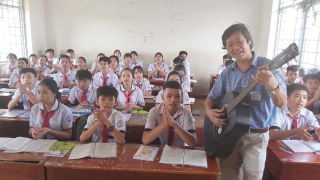 Thầy giáo phổ nhạc định lý Toán thành bài hát cho học sinh dễ nhớ - 2