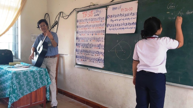 Thầy giáo phổ nhạc định lý Toán thành bài hát cho học sinh dễ nhớ - 1