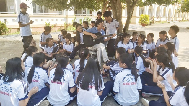 Thầy giáo phổ nhạc định lý Toán thành bài hát cho học sinh dễ nhớ - 3