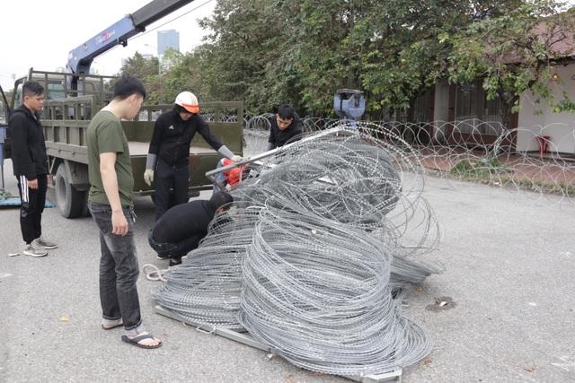 Dựng rào thép gai quanh Mỹ Đình để bảo vệ trận Việt Nam - Thái Lan - 2