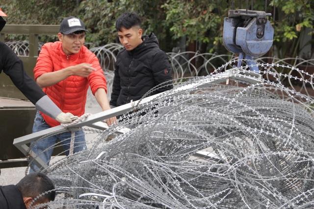 Dựng rào thép gai quanh Mỹ Đình để bảo vệ trận Việt Nam - Thái Lan - 3