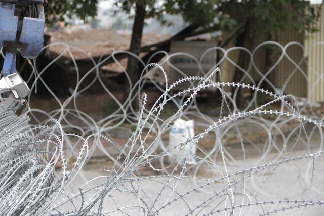 Dựng rào thép gai quanh Mỹ Đình để bảo vệ trận Việt Nam - Thái Lan - 11
