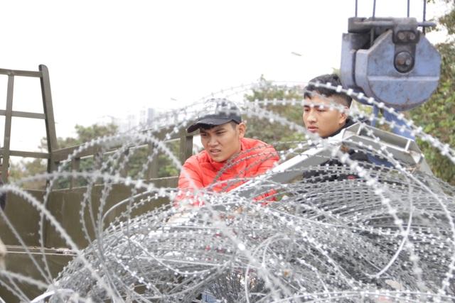Dựng rào thép gai quanh Mỹ Đình để bảo vệ trận Việt Nam - Thái Lan - 4