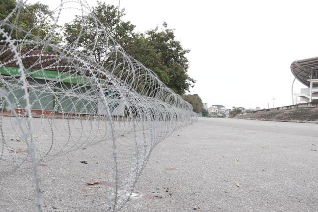 Dựng rào thép gai quanh Mỹ Đình để bảo vệ trận Việt Nam - Thái Lan - 5