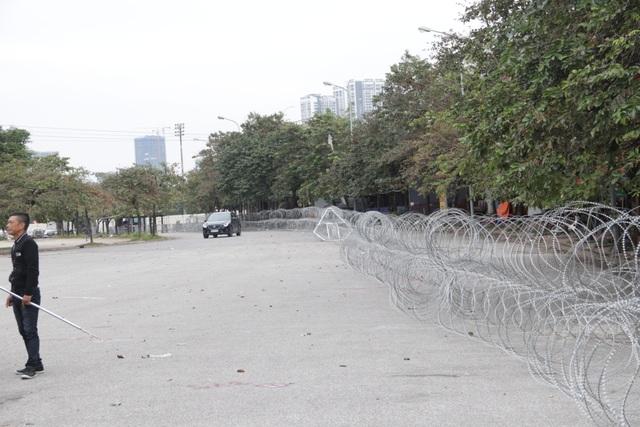 Dựng rào thép gai quanh Mỹ Đình để bảo vệ trận Việt Nam - Thái Lan - 9