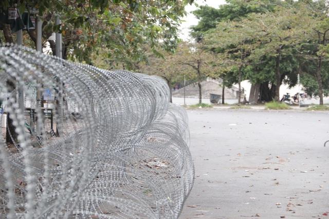 Dựng rào thép gai quanh Mỹ Đình để bảo vệ trận Việt Nam - Thái Lan - 6