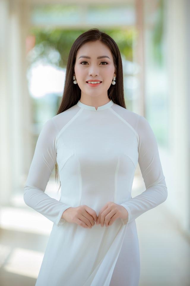 Huyền Trang Sao Mai gây xúc động với ca khúc tặng thầy cô giáo - 1