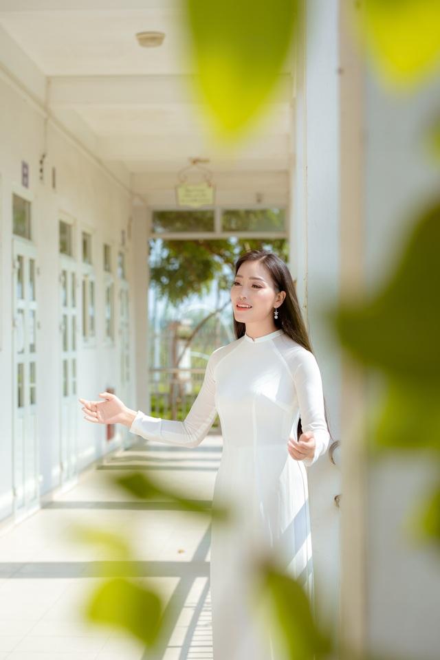 Huyền Trang Sao Mai gây xúc động với ca khúc tặng thầy cô giáo - 2