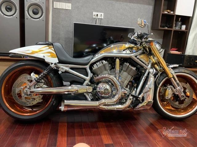 Sau 6 năm, mô tô Harley-Davidson mạ vàng 24k rao giá 1 tỷ ở Hà Nội - 3