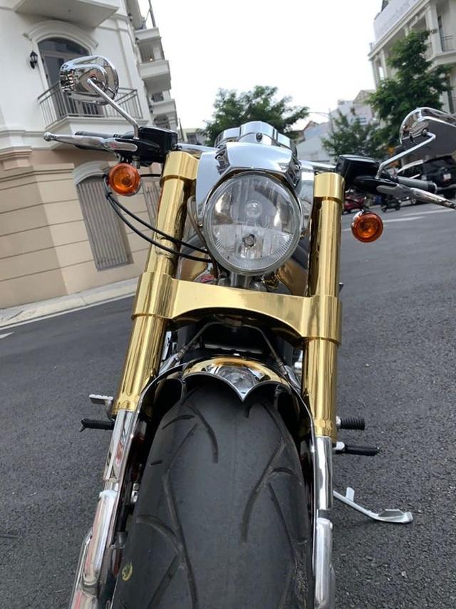 Sau 6 năm, mô tô Harley-Davidson mạ vàng 24k rao giá 1 tỷ ở Hà Nội - 4