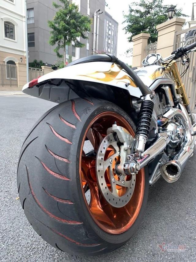 Sau 6 năm, mô tô Harley-Davidson mạ vàng 24k rao giá 1 tỷ ở Hà Nội - 6