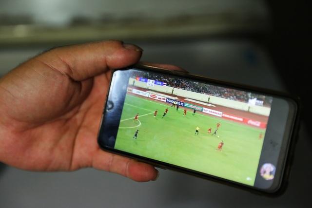 Tình yêu bóng đá mọi lúc mọi nơi của người Hà Nội - 13