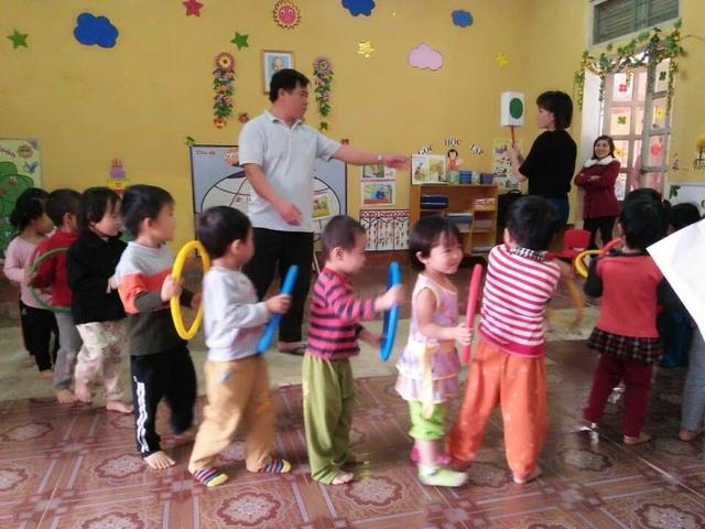 Cảm phục những người thầy dạy trẻ mầm non nơi miền núi - 1