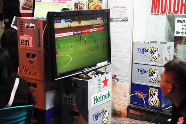 Tình yêu bóng đá mọi lúc mọi nơi của người Hà Nội - 11