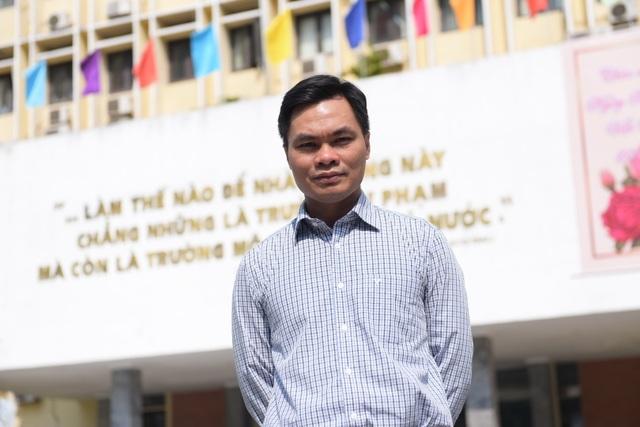 Sĩ Đức Quang - Giáo sư toán học trẻ nhất 2019 xuất thân từ gia đình bán đậu - 1