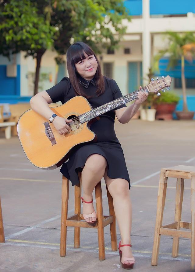 Ngọc Linh bất ngờ tái xuất hát về thầy cô - 9