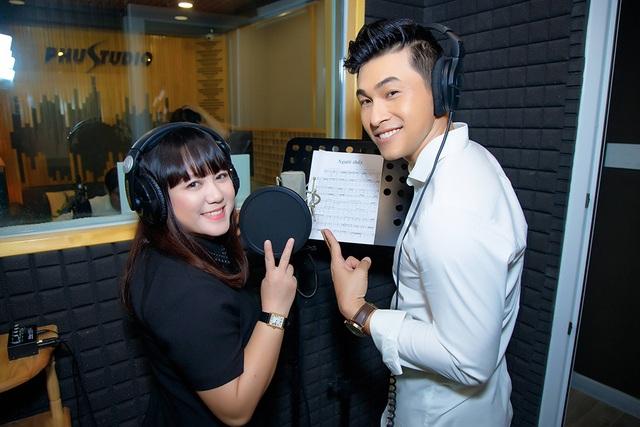 Ngọc Linh bất ngờ tái xuất hát về thầy cô - 2