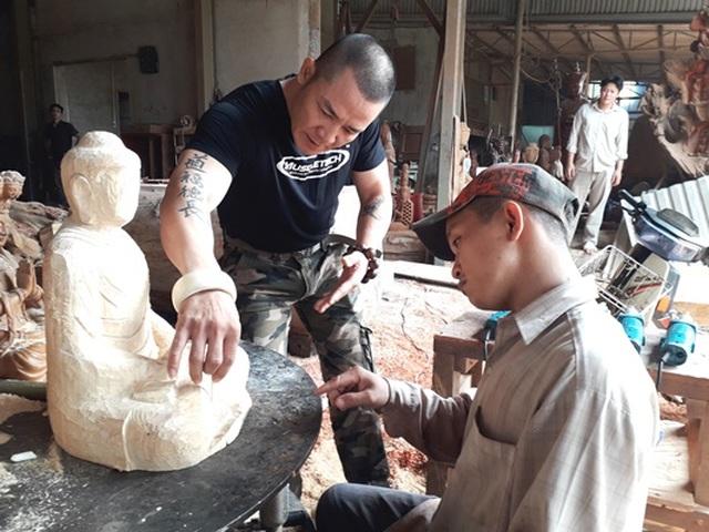 Người thầy dạy học trò khuyết tật thành nghệ nhân điêu khắc - 2