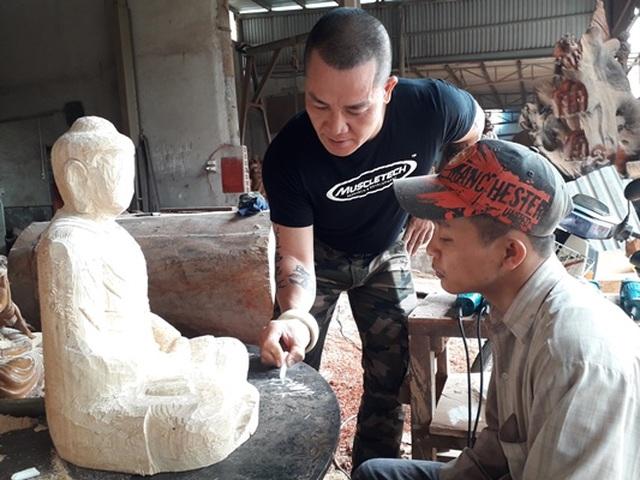 Người thầy dạy học trò khuyết tật thành nghệ nhân điêu khắc - 4