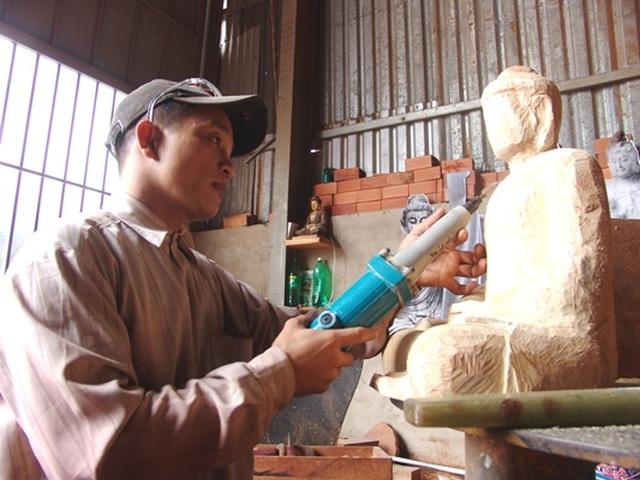 Người thầy dạy học trò khuyết tật thành nghệ nhân điêu khắc - 5