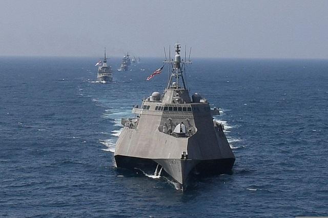 Mỹ điều hai tàu hải quân tăng cường sức mạnh tại Biển Đông - 1