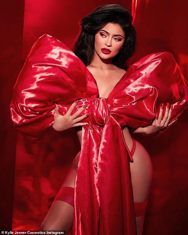 Kylie Jenner kiếm 600 triệu USD nhờ bán cổ phần công ty mỹ phẩm của mình - 5
