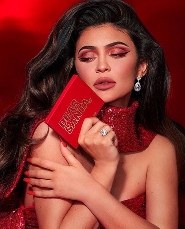 Kylie Jenner kiếm 600 triệu USD nhờ bán cổ phần công ty mỹ phẩm của mình - 4