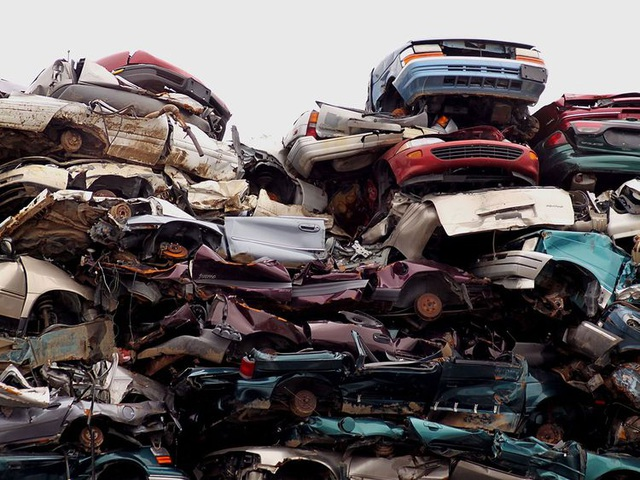 Thành tỷ phú đô la nhờ buôn bán ô tô phế liệu - 1
