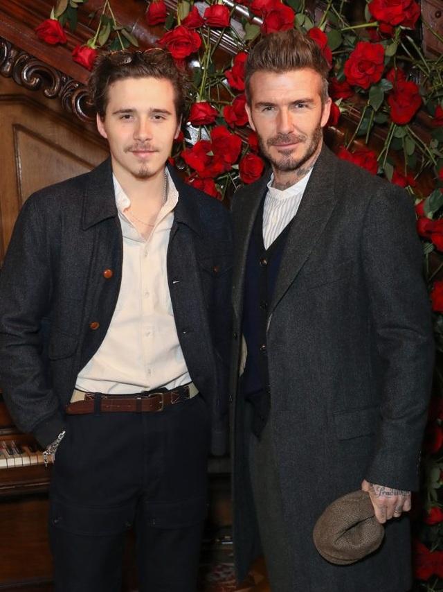 """Brooklyn Beckham luôn """"lấy trộm"""" quần áo của cha để mặc - 2"""